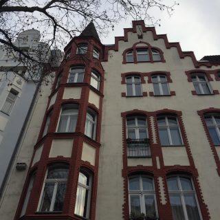 5 Gennaio 1919 Iniziava la rivolta spartachista. In questa casa visse R.Luxemburg fino al suo assassinio. Grazie Rosa. 🥀 Ringrazio di cuore due esploratrici curiose a attente per avermi accompagnato in un bellissimo Bicitour attraverso Friedenau. #berlin #berlino #berlinotour #berlinoexplorer #friedenau #rosaluxemburg #kpd #memoria